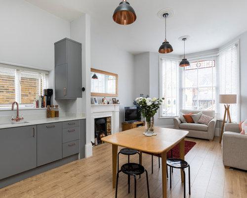 Küchen mit Kalk-Rückwand und integriertem Waschbecken ...