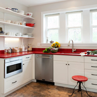Photo of a country l-shaped kitchen in Bridgeport with an undermount sink, shaker cabinets, white cabinets, quartz benchtops, ceramic splashback, stainless steel appliances, porcelain floors and red benchtop.