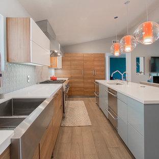 Küchen mit Küchenrückwand in Blau und Laminat Ideen, Design & Bilder ...