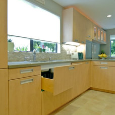 Modern Kitchen by Chelsea Construction Corporation