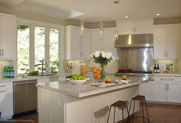 Beach Style Kitchen by Lisa Benbow - Garnish Designs