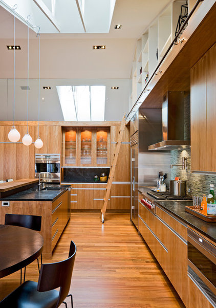 Modern Kitchen by Streeter & Associates, Inc.