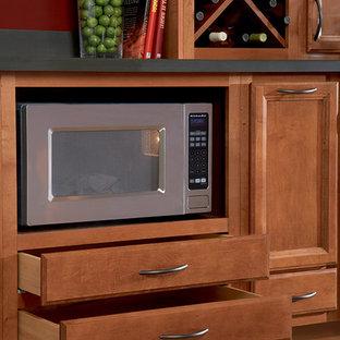 Inspiration för ett kök och matrum, med luckor med infälld panel, bänkskiva i koppar och heltäckningsmatta