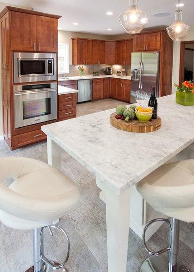 Transitional Kitchen by Project Guru