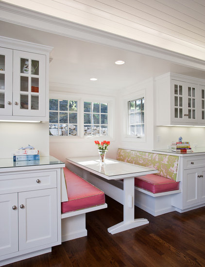 Traditional Kitchen by Strening Architects