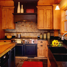 Traditional Kitchen by Renae Keller Interior Design, Inc.