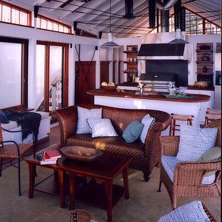 Inspiration för ett mellanstort funkis kök, med en dubbel diskho, luckor med upphöjd panel, skåp i ljust trä, träbänkskiva, rostfria vitvaror, heltäckningsmatta, en köksö och beiget golv