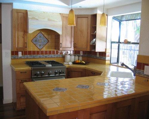 cuisine sud ouest am ricain avec une cr dence jaune photos et id es d co de cuisines. Black Bedroom Furniture Sets. Home Design Ideas