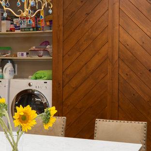 Inspiration pour une grand cuisine américaine sud-ouest américain en U avec un évier encastré, un placard à porte shaker, des portes de placard en bois brun, un plan de travail en quartz modifié, une crédence blanche, une crédence en carreau de terre cuite, un électroménager en acier inoxydable, un sol en brique, un îlot central, un sol marron et un plan de travail blanc.