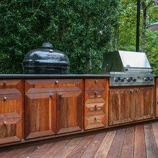 Modern Kitchen by Cabinets Of Atlanta Inc.