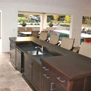 Mid-sized modern eat-in kitchen appliance - Example of a mid-sized minimalist galley eat-in kitchen design in Wilmington