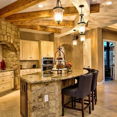 Traditional Kitchen by Hennessee Homes