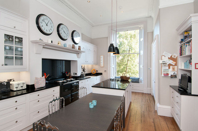 Traditional Kitchen by Edinburgh Project Management