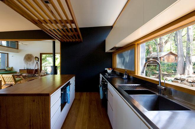 Contemporary Kitchen by Matt  Elkan Architect
