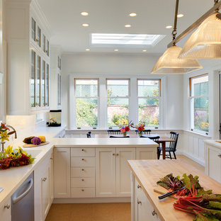 Kitchen - traditional kitchen idea in San Francisco with stainless steel appliances