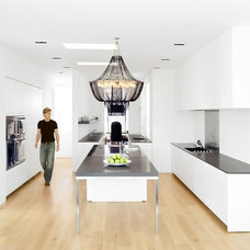 Modern Kitchen by NICOLEHOLLIS