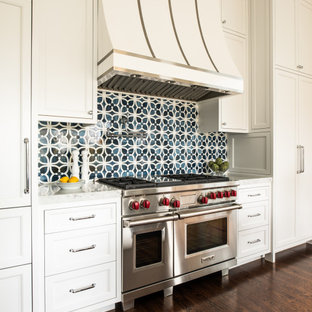サンフランシスコのヴィクトリアン調のおしゃれなキッチンの写真