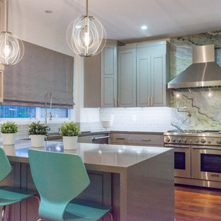Transitional kitchen designs - Inspiration for a transitional kitchen remodel in Los Angeles