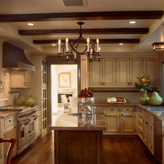 mediterranean kitchen by Susan Cohen Associates, Inc.