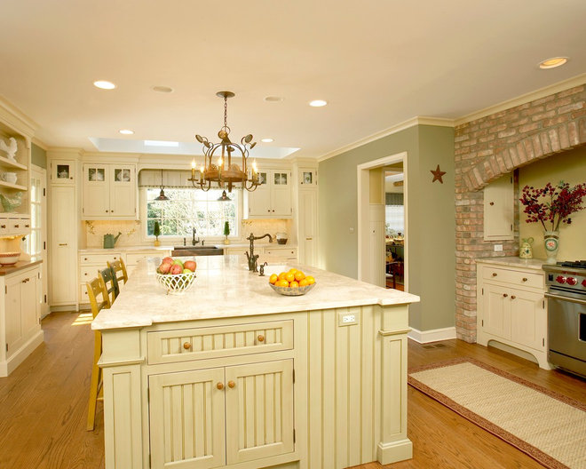 Traditional Kitchen by Packard Cabinetry of Hendersonville