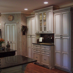 traditional kitchen by Kbwalls