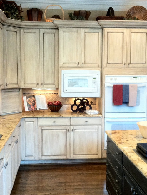 Annie sloan painted cabinets houzz for Can i paint kitchen cabinets with chalk paint