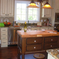 traditional kitchen by Luxe Homes and Design