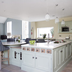 traditional kitchen by Mc Adam Kitchens