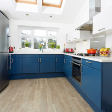 Modern Kitchen by Traditional Painter