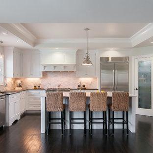 Klassische Küche mit Unterbauwaschbecken, Schrankfronten mit vertiefter Füllung, weißen Schränken, Küchenrückwand in Beige, Küchengeräten aus Edelstahl und Rückwand aus Stäbchenfliesen in San Francisco