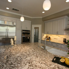 Traditional Kitchen by cab-i-net Design & Remodel Specialists