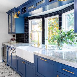 Ejemplo de cocina de galera, moderna, pequeña, con fregadero sobremueble, armarios estilo shaker, puertas de armario azules, encimera de cuarcita, salpicadero azul, salpicadero de azulejos de cerámica, electrodomésticos de acero inoxidable, suelo de azulejos de cemento, suelo gris y encimeras grises