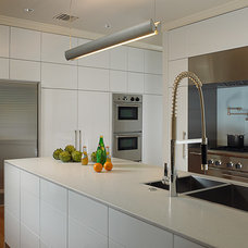 Modern Kitchen by Lorna Saunders Interiors