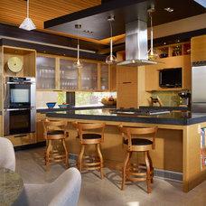 Contemporary Kitchen by Baylis Architects