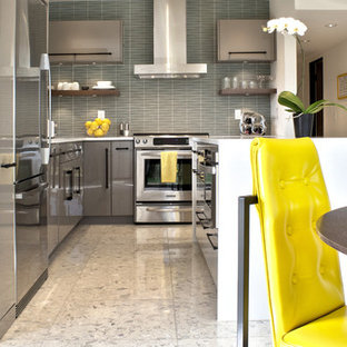 Inspiration for a mid-sized midcentury l-shaped eat-in kitchen in Other with an undermount sink, flat-panel cabinets, grey cabinets, quartz benchtops, blue splashback, glass tile splashback, stainless steel appliances, marble floors and with island.