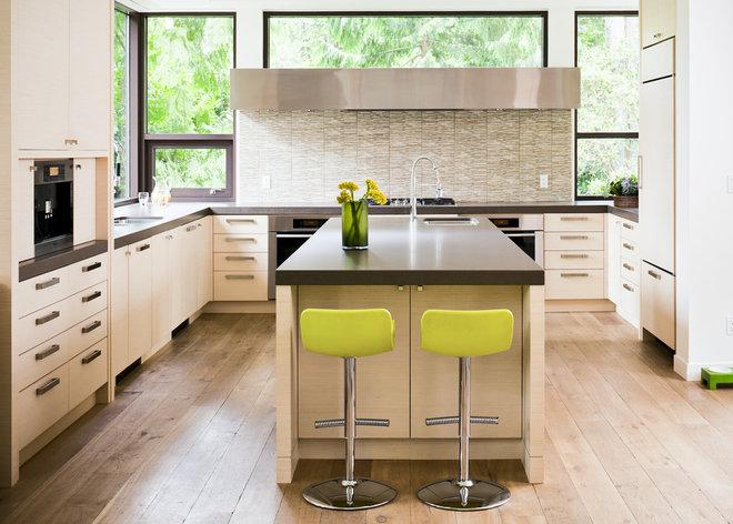 Contemporary Kitchen by Heffel Balagno Design Consultants
