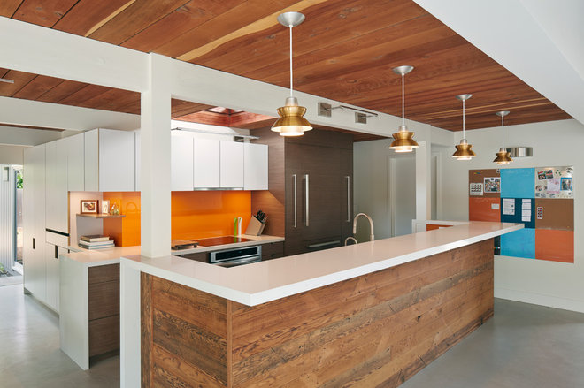 Midcentury Kitchen by jones | haydu