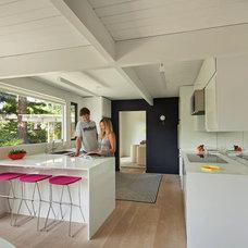 Midcentury Kitchen by yamamar design