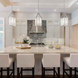 Contemporary kitchen remodeling - Inspiration for a contemporary kitchen remodel in Miami