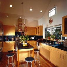 Modern Kitchen by Design Loft Company