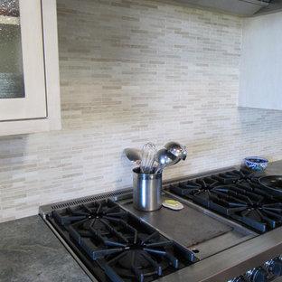 Contemporary kitchen designs - Kitchen - contemporary kitchen idea in Los Angeles