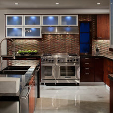 Contemporary Kitchen by MODEL DESIGN INC.