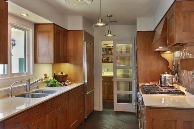 Contemporary Kitchen by Hedy Rogers, CKD >San Diego Central/Portfolios