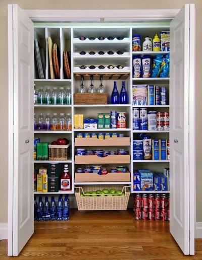 トラディショナル キッチン by Closet 1 Interiors