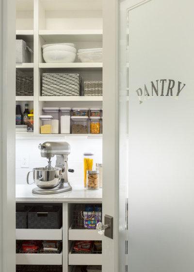 トランジショナル キッチン by Distinctive Interiors