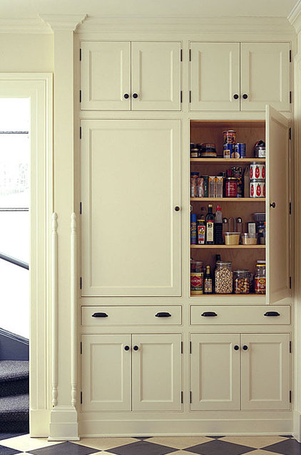 9 Ways to Configure Your Cabinets for Comfort
