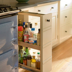 traditional pantry by Heartwood Kitchens