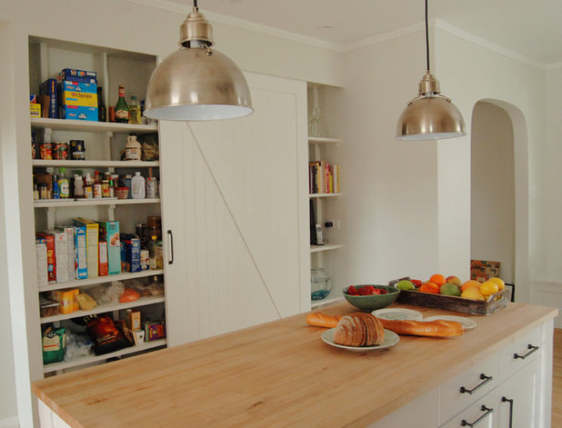 Country Kitchen by KitchenLab Interiors
