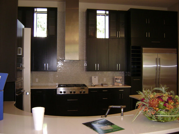 Contemporary Kitchen by Bayless Custom Homes Inc.