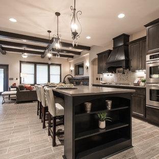 Esempio di una cucina chic con ante con riquadro incassato, ante in legno bruno, paraspruzzi beige e elettrodomestici in acciaio inossidabile